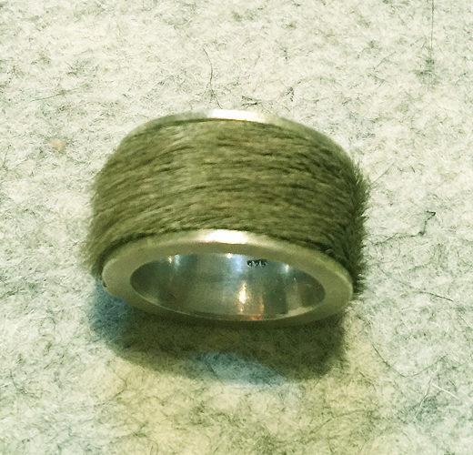 Silberring mit Fellmantel I